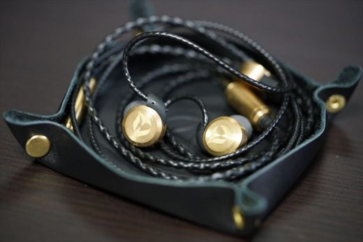 dita-brass-tray